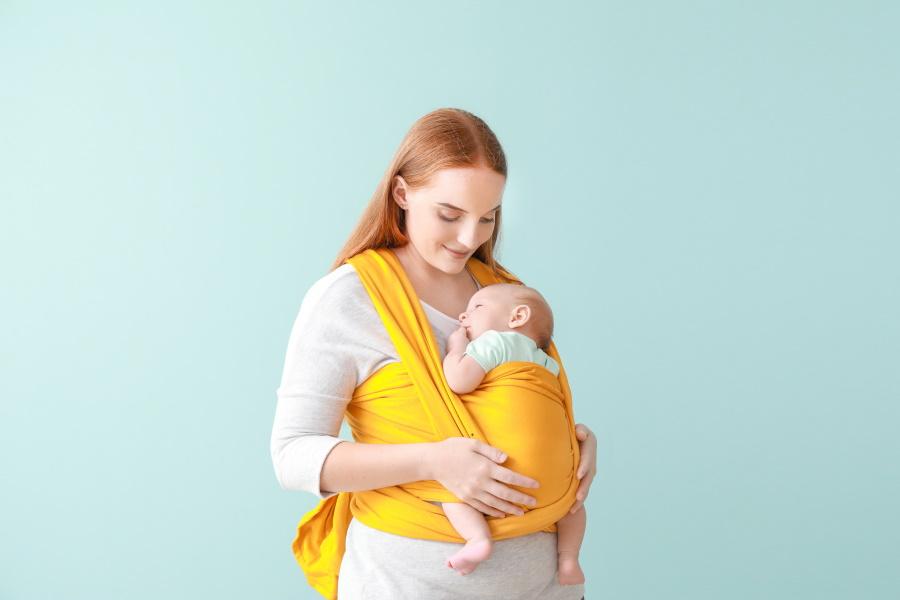 choisir un porte bébé kangourou pour bébé 0 à 4 mois