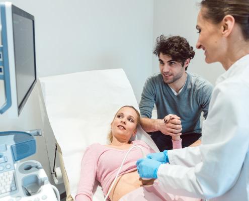 Grossesse : à quel moment consulter le gynécologue ?